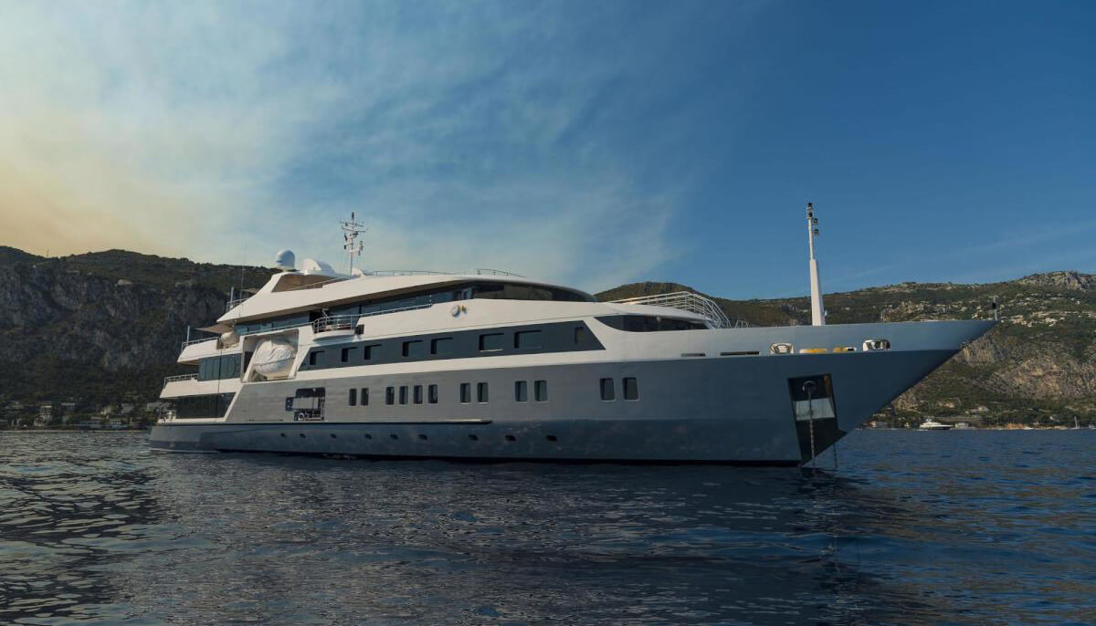 Serenity | Austal 72m | 2004/2016 | 28 guests | 14 cabins