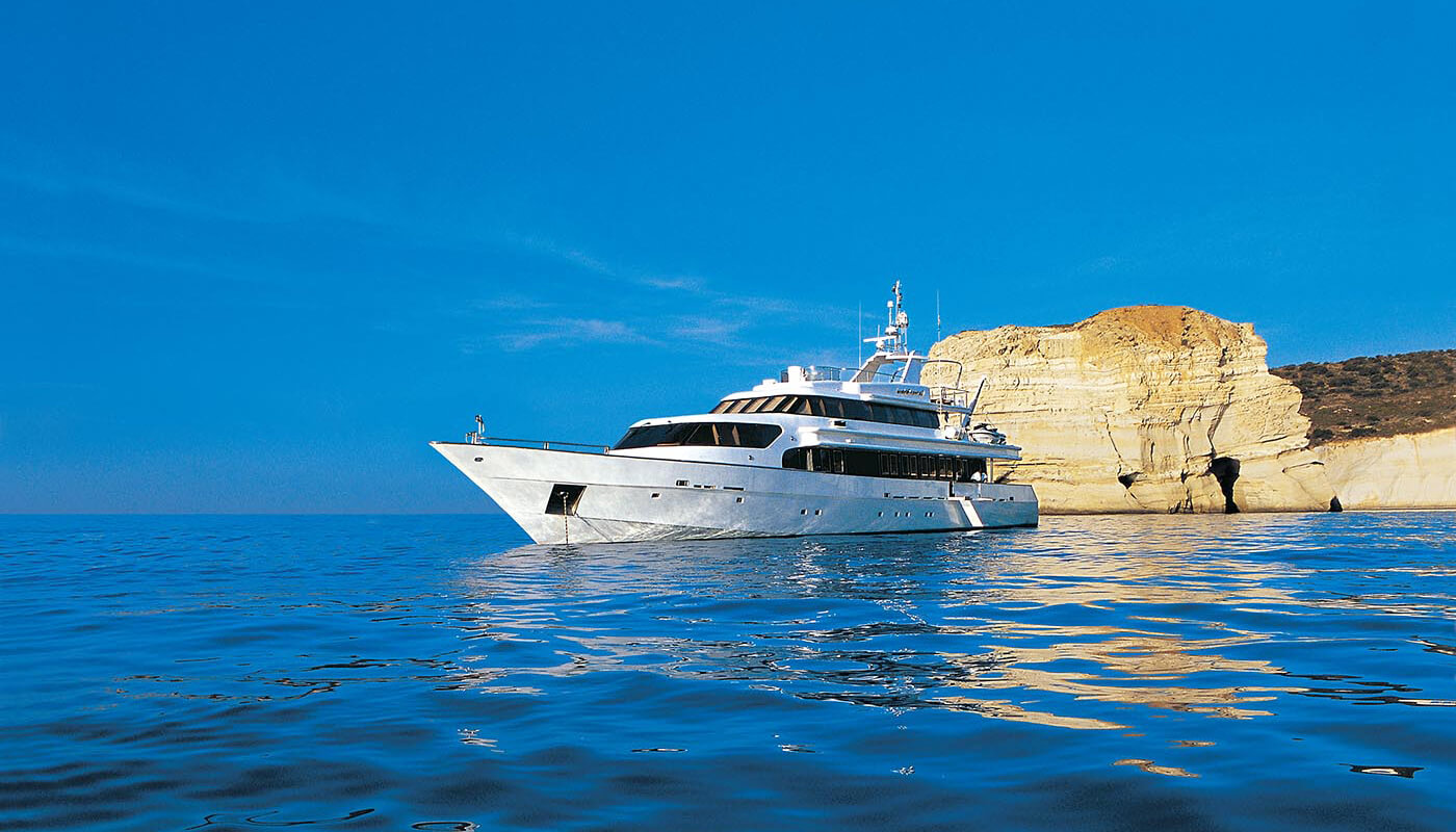 Carmen Serena | Marine Industrial Technologies 40m | 1993/2002 | 10 guests | 5 cabins