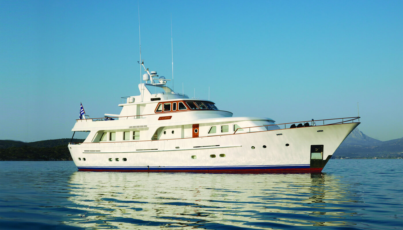 SunCoco | Lowland 31.40m| 1992/2009| 8 guests | 4 cabins