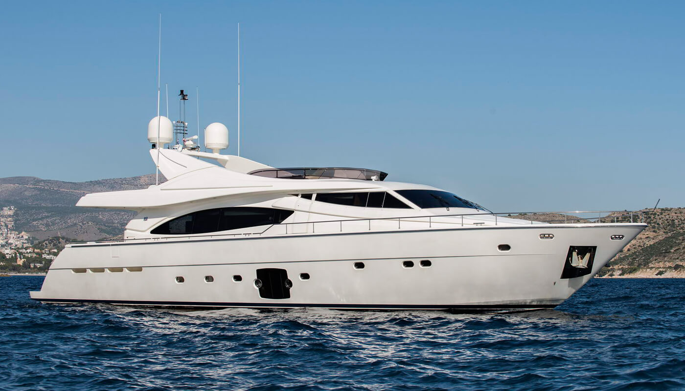 Day Off | Ferretti 27.03m | 2006 | 10 guests | 4 cabins