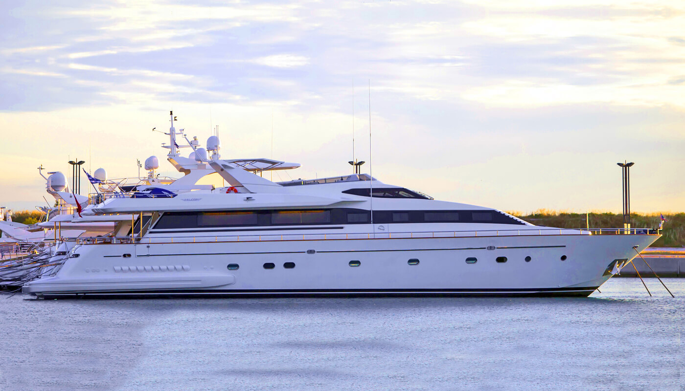 Apanemia | Falcon 31.00m| 1998/2014 | 12 guests | 5 cabins
