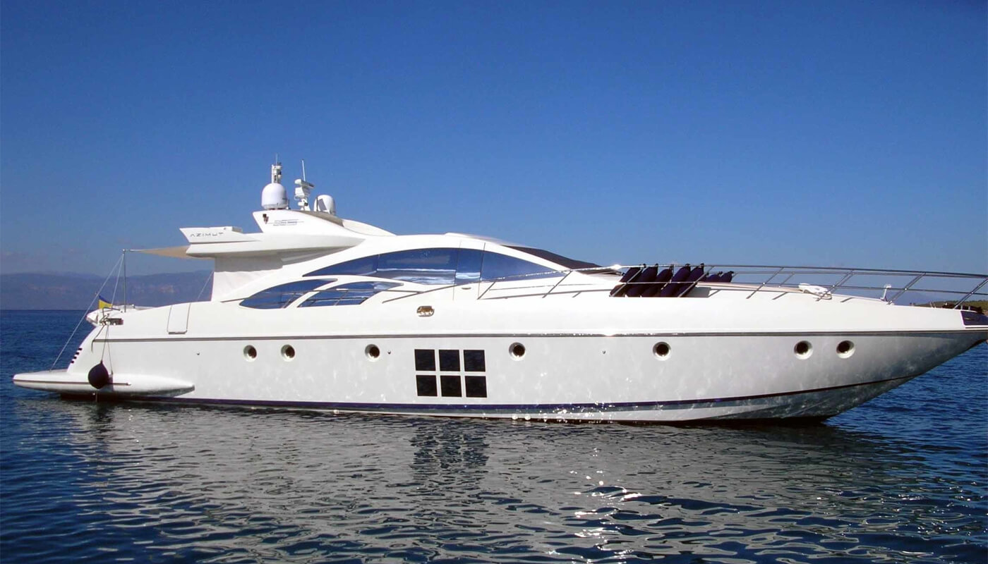 Rena N | Azimut 26.97m | 2006 | 8 guests | 4 cabins