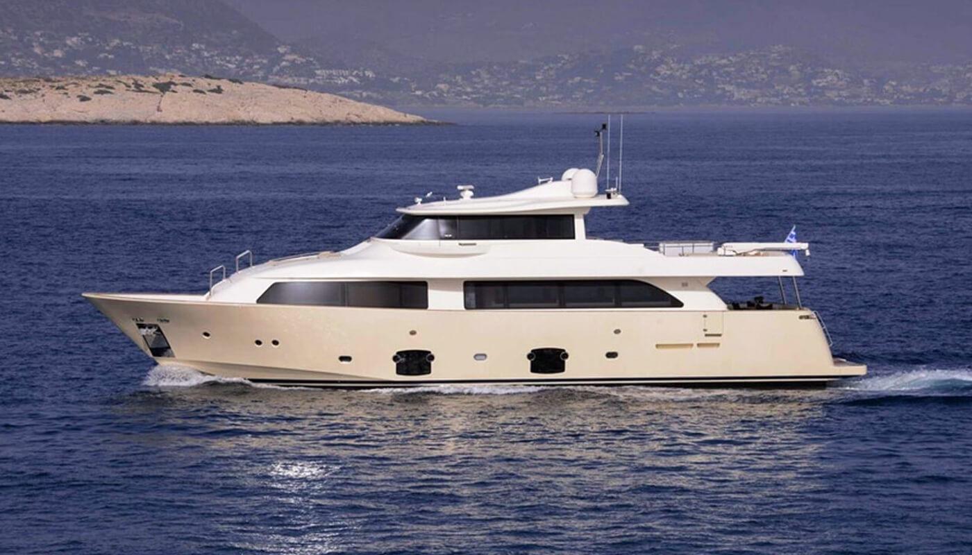 Dana | Ferretti Navetta 26m | 2008 | 12 guests | 5 cabinsyacht chartering