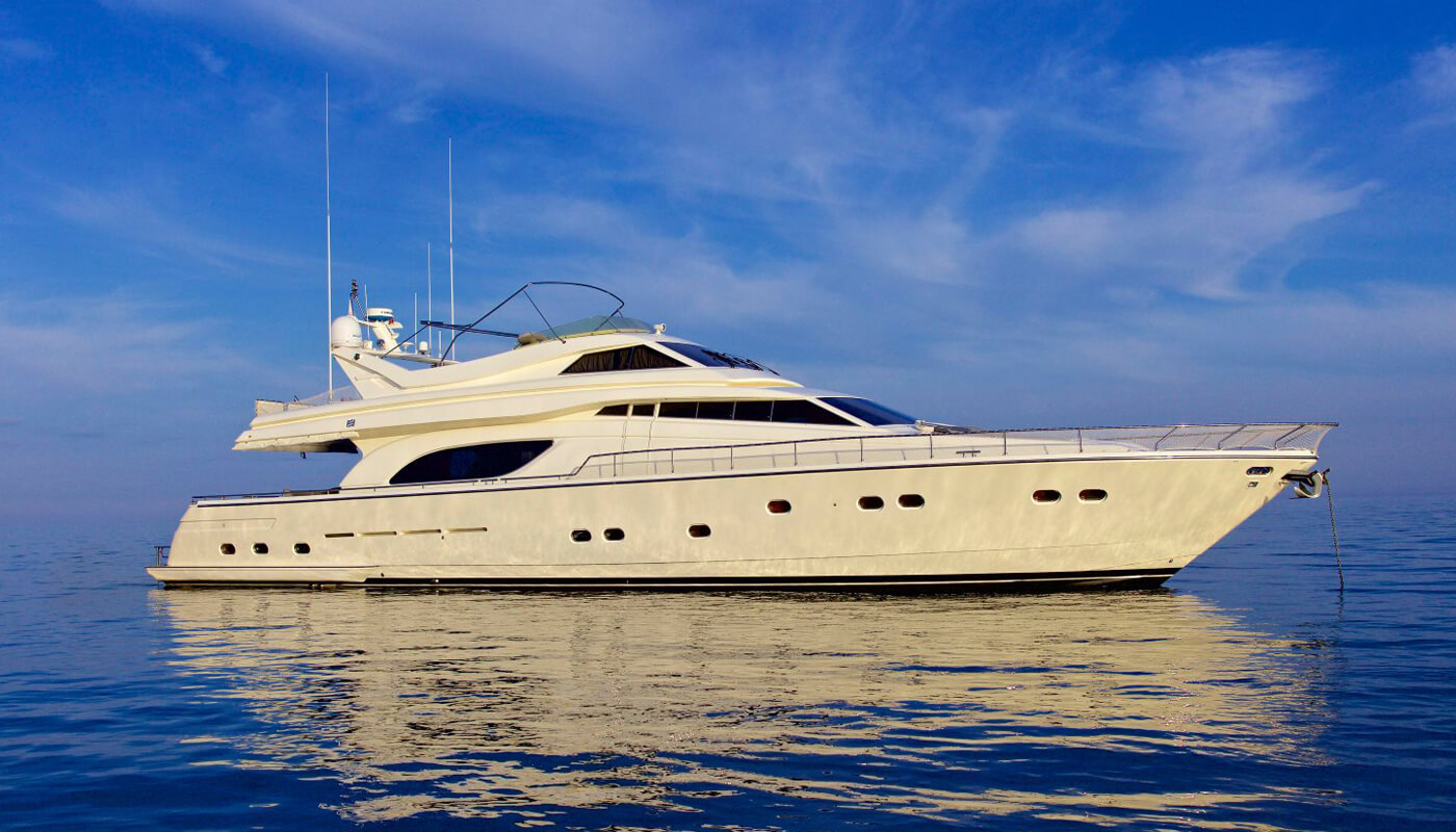 Geepee |Ferretti 24.50m | 2001 / 2014 | 8 guests | 4 cabins