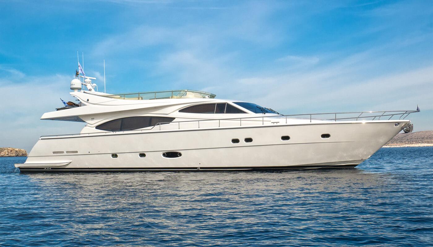 Amor | Ferretti23.45m | 2002 / 2014 | 8 guests | 4 cabinsyacht chartering