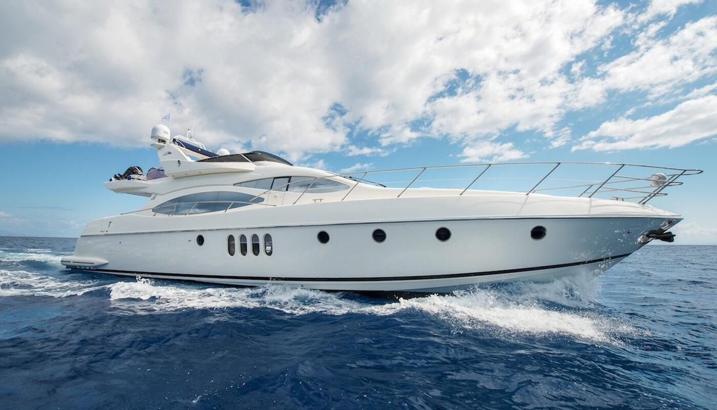 Manu | Azimut 21m | 2004 / 2015 | 8 guests | 4 cabinsyacht chartering