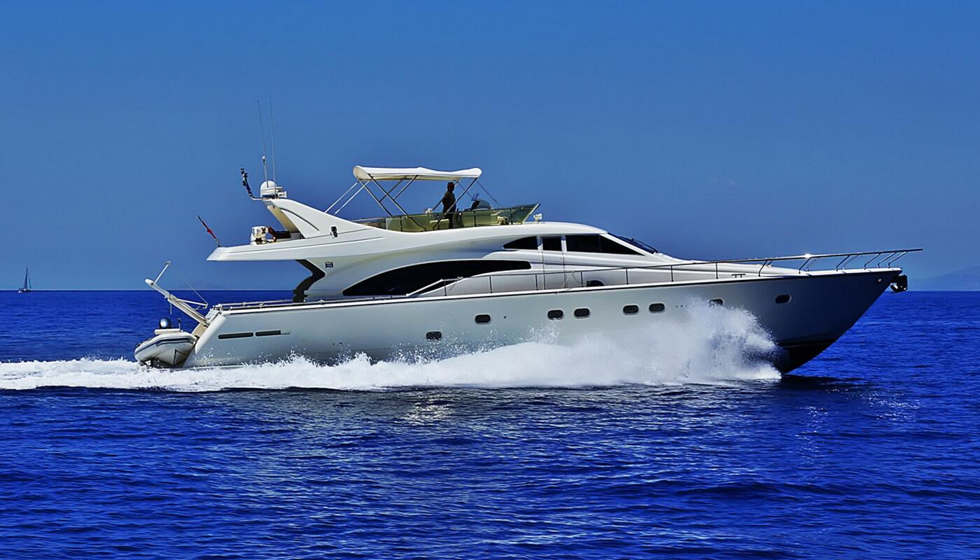 Kialoa | Ferretti 21.20m | 2001/2018 | 8 guests | 4 cabins | 3 crewyacht chartering