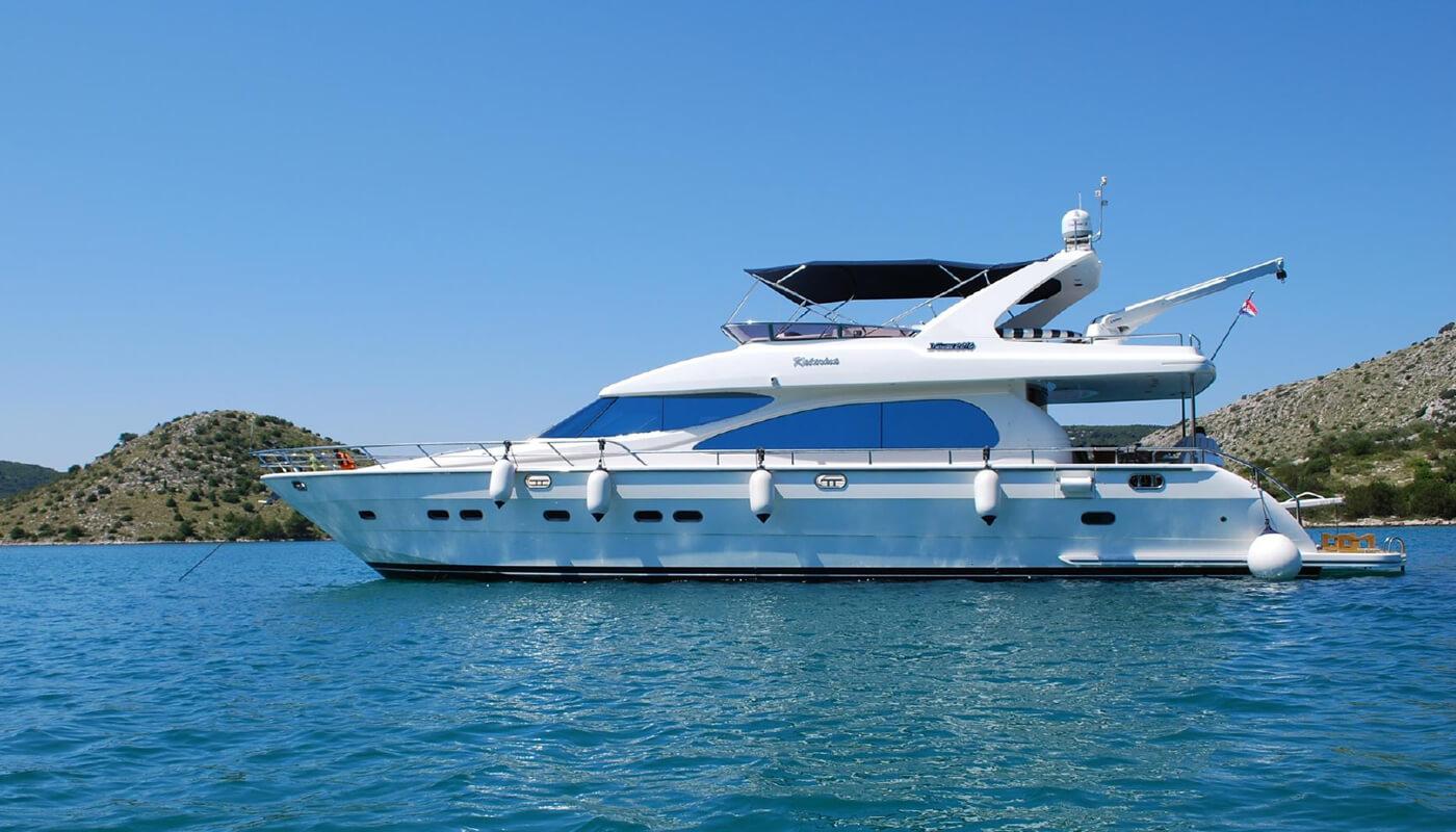 Marlin | Horizon 22m| 2005 | 6 guests | 3 cabinsyacht chartering
