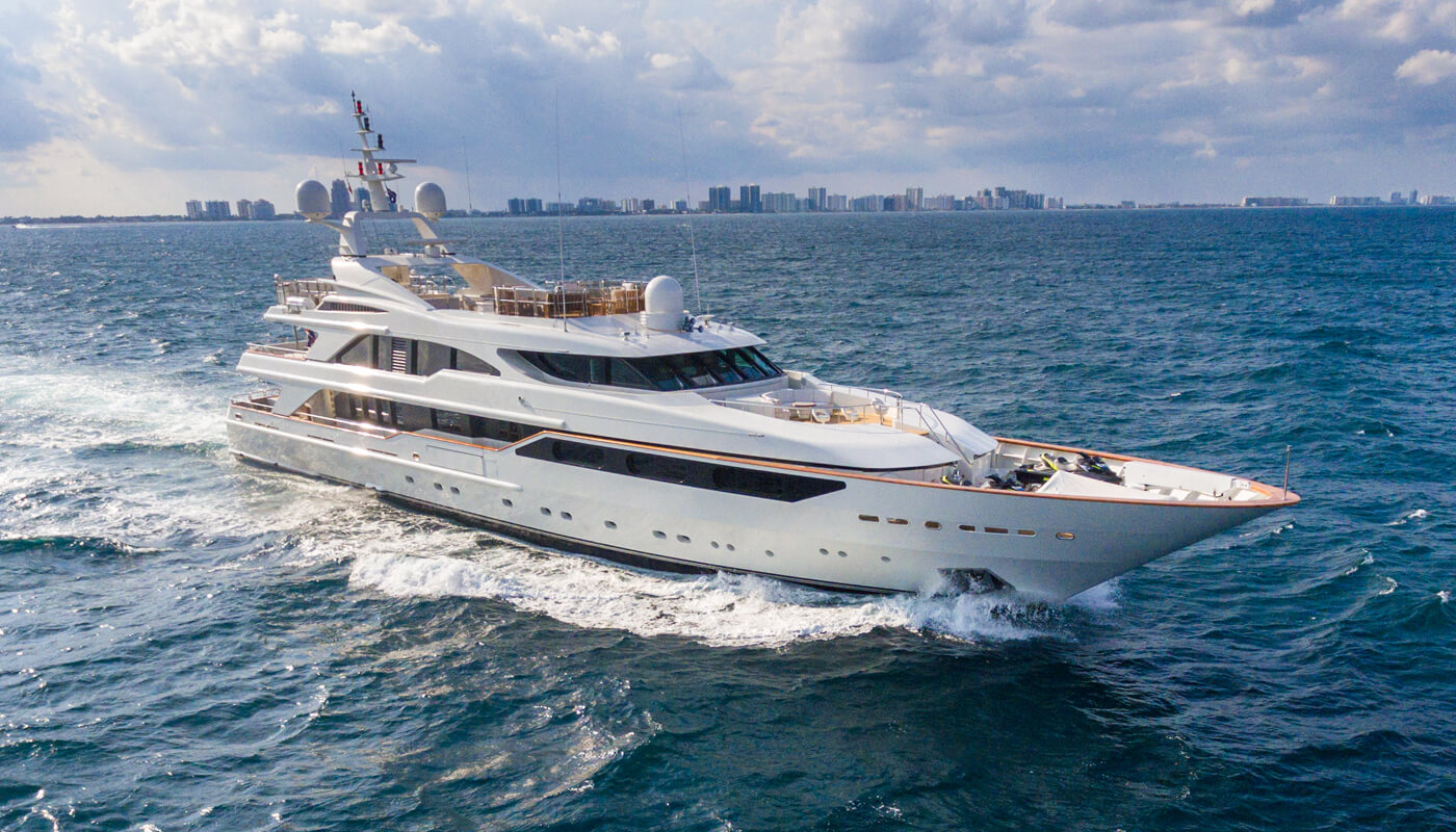 Barents |Benetti 50m| 1999 / 2015 - 2018 - 2021 | 12 guests | 6 cabins | 11 crewyacht chartering